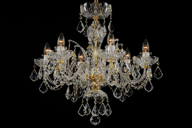 The smallest neutral crystal chandelier decorated with Swarovski trimmings.