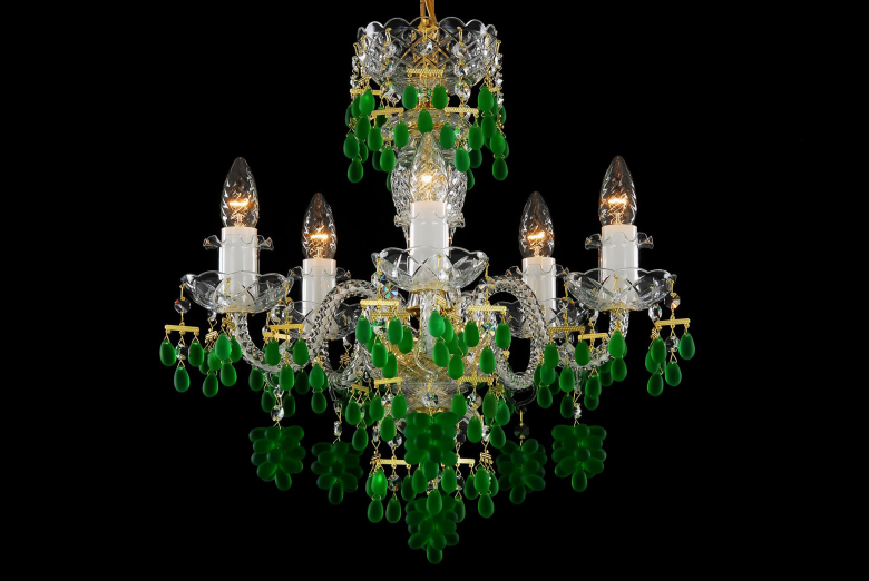 A five-light green crystal chandelier decorated with grape-shaped trimmings.