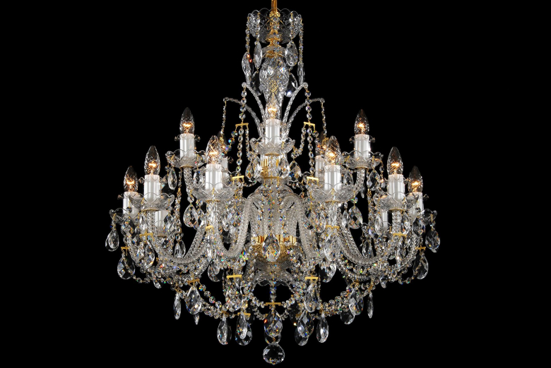 A fifteen-arm clear crystal chandelier decorated with a high crown.
