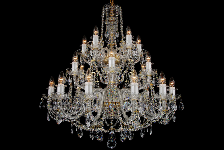 A 24-light crystal chandelier is suitable for spacious interiors.