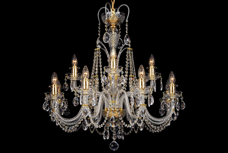 A twelve-arm crystal chandelier decorated with two crowns.