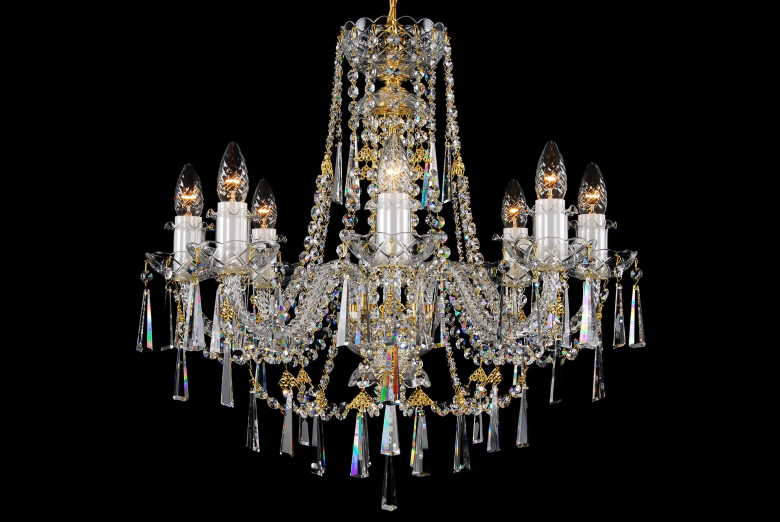 An eight-arm neutral crystal chandelier ornamented with long trimmings in the shape of a hoof.